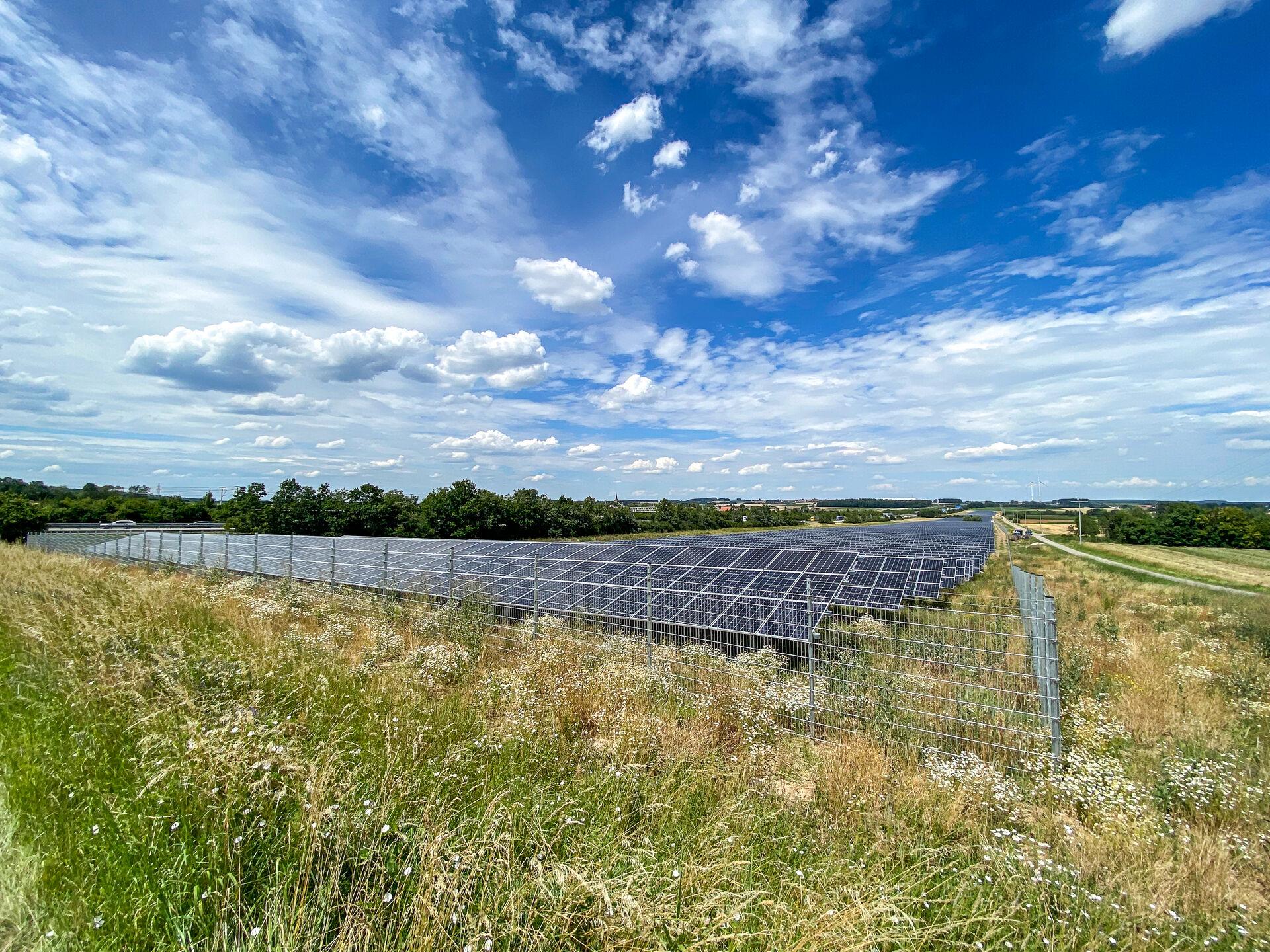 Freiflächen-Photovoltaikanlage Lay_Christoph Raithel_9062